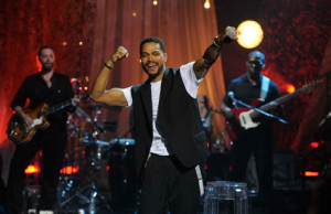 "Still going strong: Maxwell performs ""Sumthin' Sumthin'"" at VH1 Storytellers, 2011"